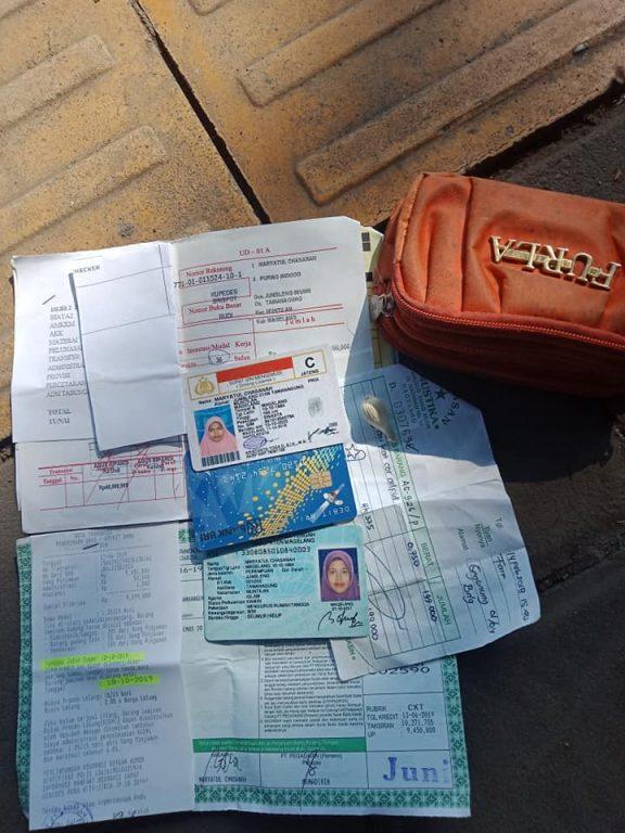 Penemuan Dompet dan Kartu Identitas