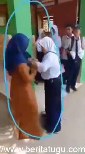 Gara-gara HP, Siswi SMP di Bulukumba Adu Jotos dengan Gurunya
