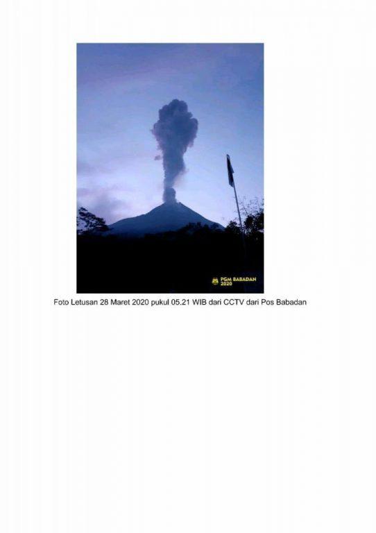 Gunung Merapi mengalami erupsi kecil pagi hari tadi dan masih berstatus waspada