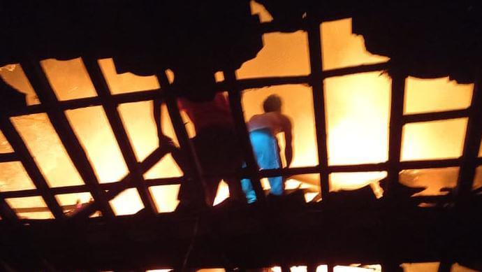 Kebakaran di Timur Lapangan Petir, Piyungan Jumat Malam 24 September 2021