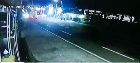 Detik Detik Kecelakan Truk dan Mobil di Depan Pom Demen Pada Rabu, 13 Oktober 2021